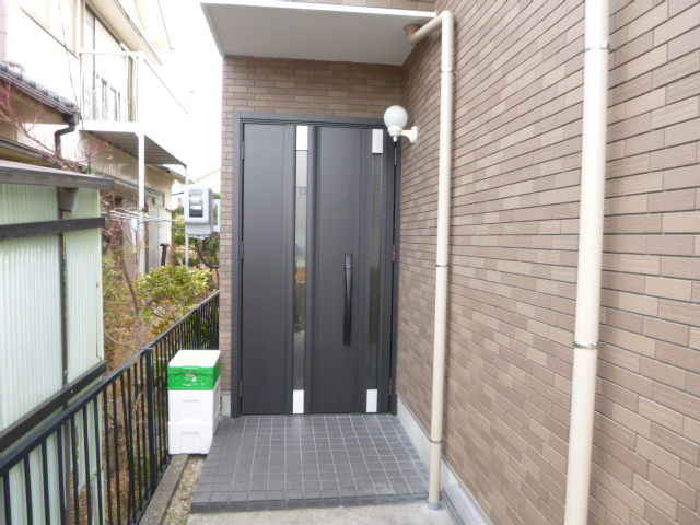 外壁タイル、玄関ドア交換しました。